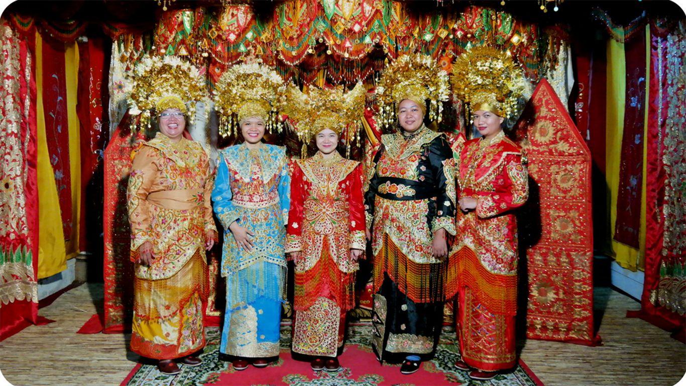 pakaian adat suku minangkabau