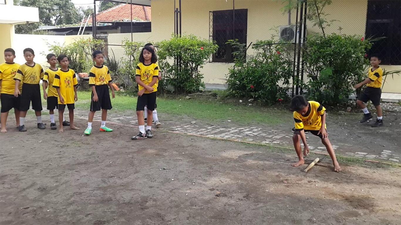 cara bermain bola kasti