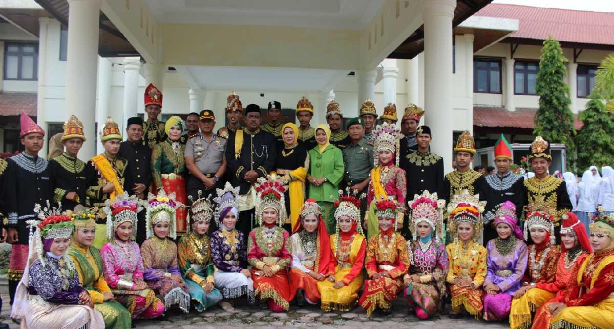 Daftar Pakaian Adat di Indonesia
