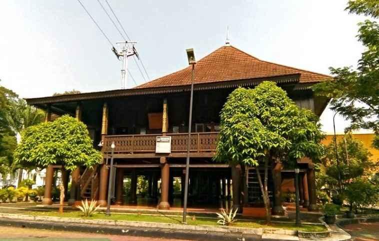 Rumah Adat Gapura Candi Bentar Berasal Dari Daerah 35 Rumah Adat Indonesia Lengkap Penjelasan Gambar
