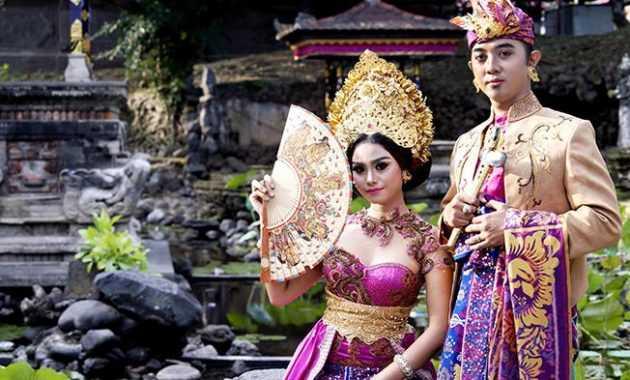 Pakaian Adat Bali (Kebaya dan Safari)