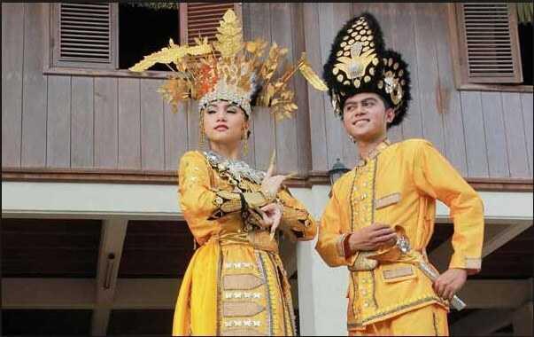 Pakaian Adat Gorontalo (Biliu dan Makuta)