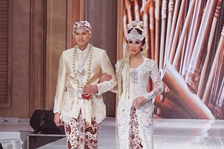 Pakaian Adat Jawa Barat (Kebaya Sunda)