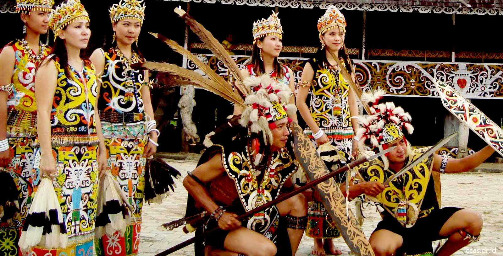 Pakaian Adat Kalimantan Barat (King Bibinge dan King Baba)