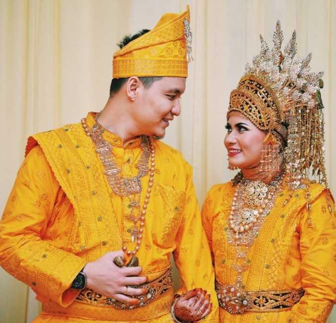 Pakaian Adat Kalimantan Selatan (Bagajah Gamuling Baular Lulut)