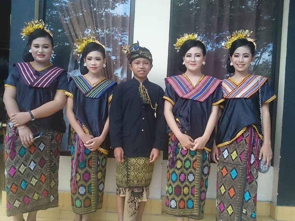 Pakaian Adat Nusa Tenggara Barat (Suku Sasak)
