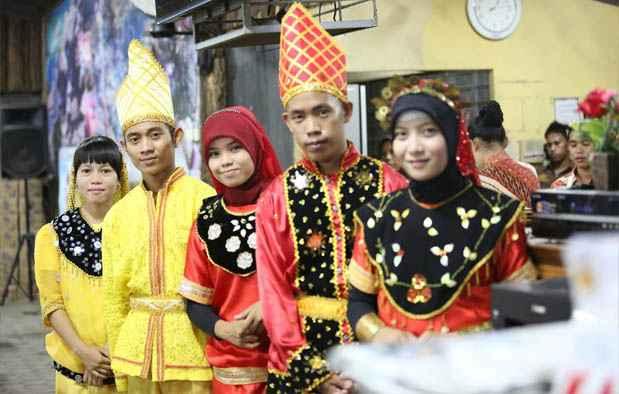 Pakaian Adat Sulawesi Tengah (Nggembe)