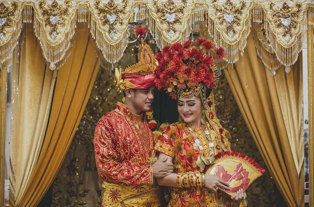 Pakaian Adat Sulawesi Tenggara (Kinawo)