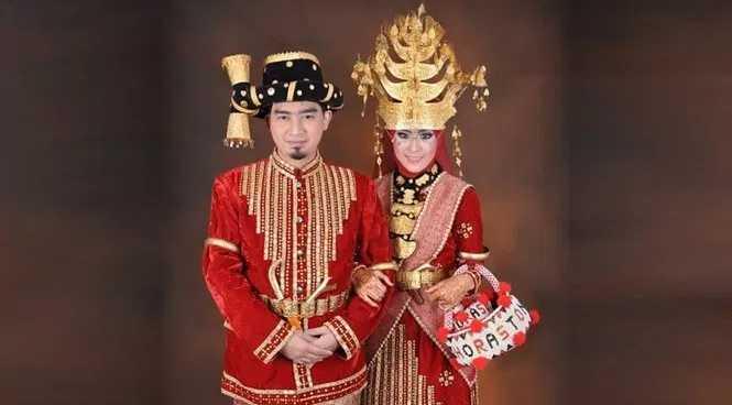 Pakaian Adat Sumatera Utara (Ulos)