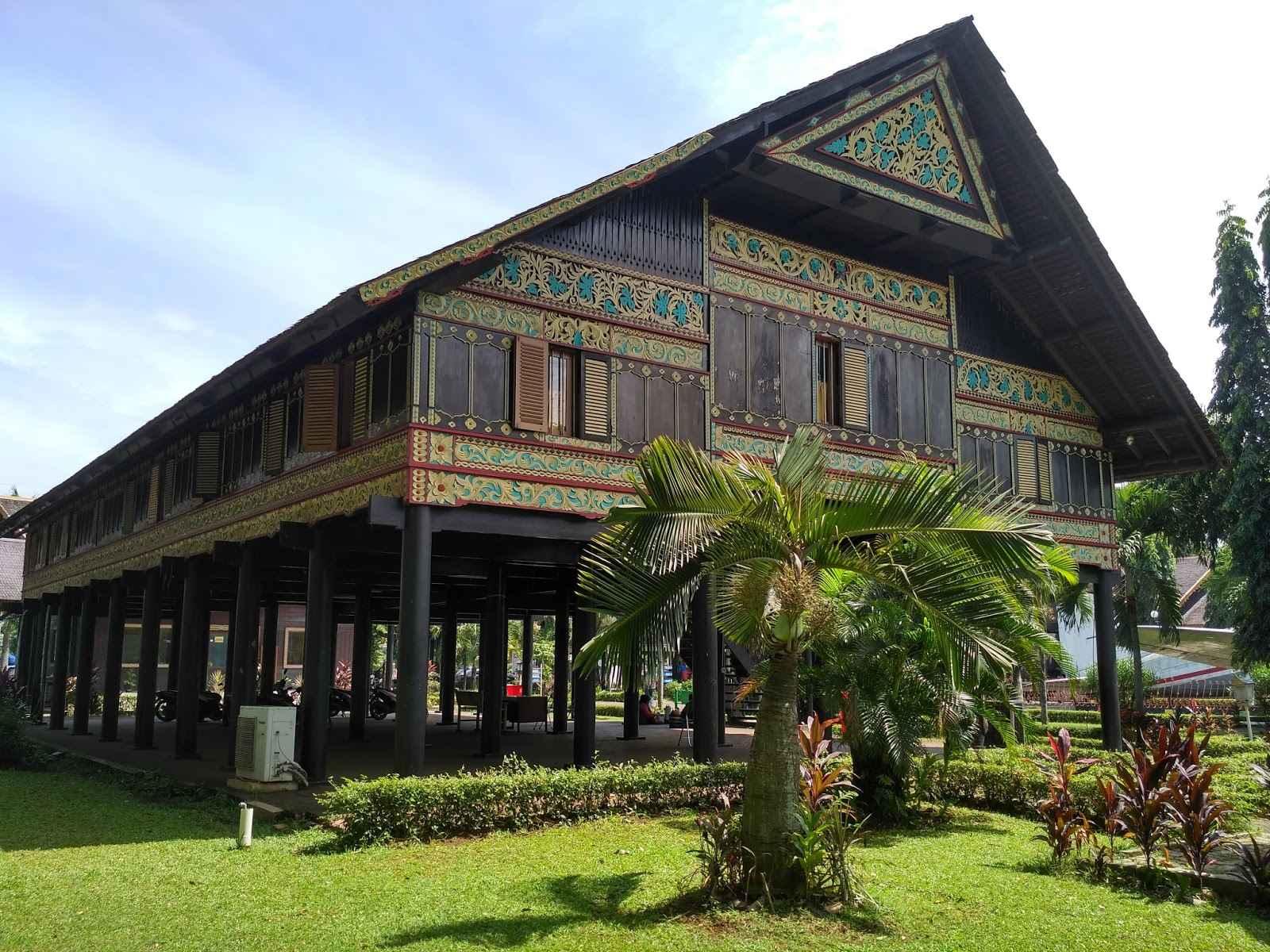 Bahan-Bahan Bangunan rumah adat Aceh