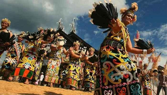 DaftarPakaian Adat Kalimantan Barat