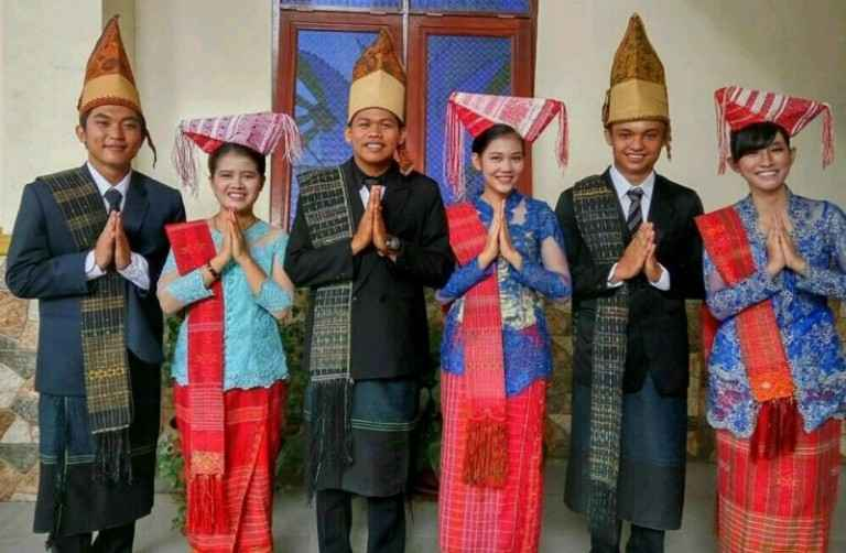 Daftar Pakaian Adat Sumatera Utara