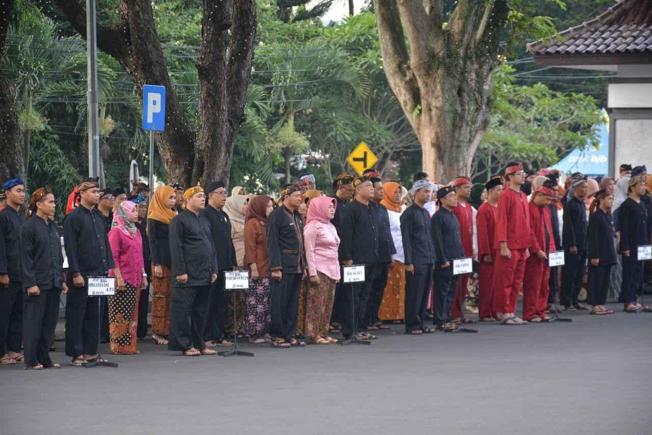 Daftar Pakaian Adat Sunda