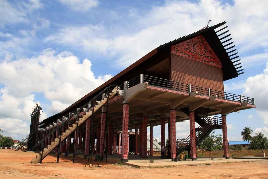 Rumah Adat Kalimantan Barat Nama Keunikan Gambar