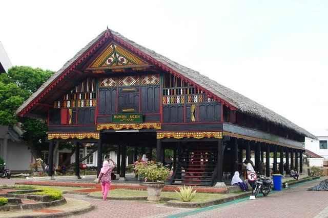 Fakta Unik rumah adat Krong Bade
