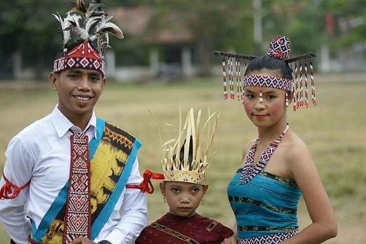 Kebaya Suku Helong