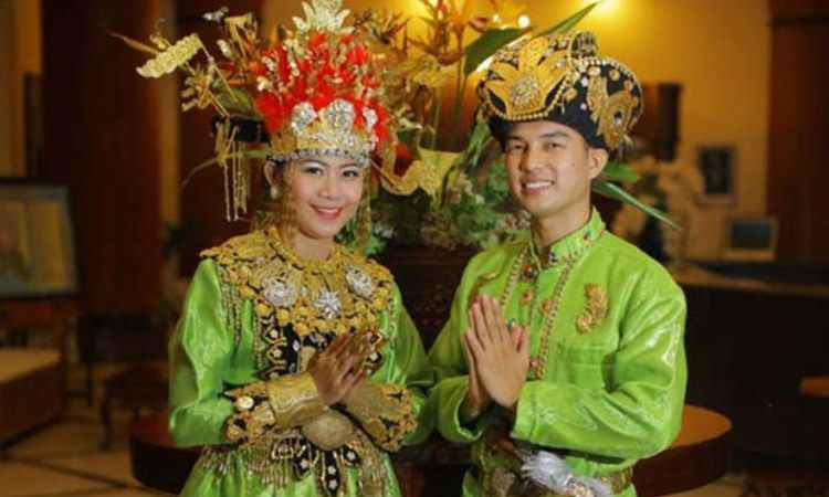 Pakaian Adat Gorontalo (Makuta dan Biliu)