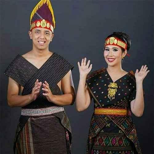 Pakaian Adat Suku Batak Toba (Ulos)