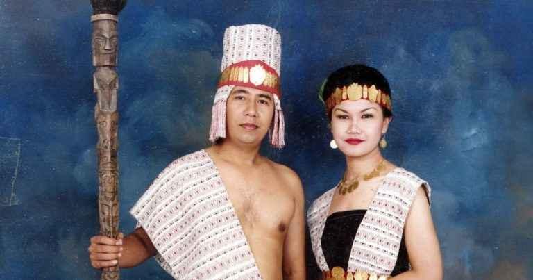 Pakaian Adat Suku Samosir (Ulos)