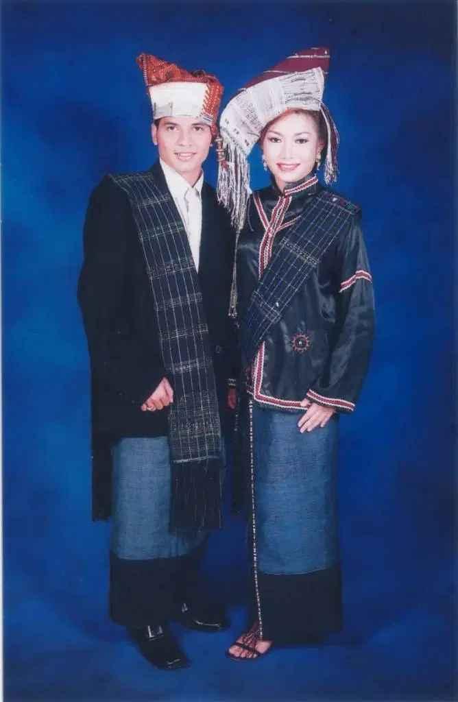 Pakaian Adat Suku Simalungun (Hiou)