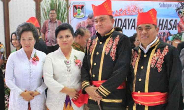 Pakaian Adat Tonaas Wangko dan Walian Wangko