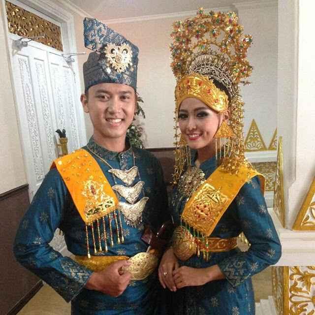 Pakaian Upacara Pernikahan