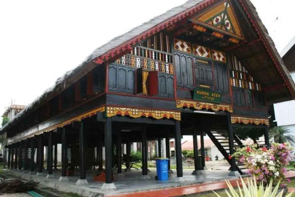 Pembangunan Rumah Adat Aceh