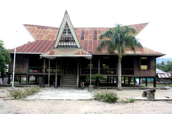 9 Rumah Adat Sumatera Utara Gambar Keunikan Filosofi