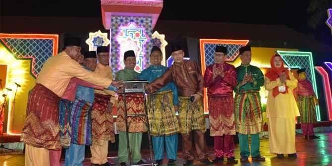 Sejarah Pakaian Adat Riau