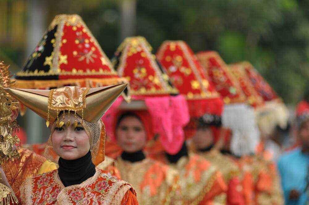 19 Nama Pakaian Adat Sumatera Barat beserta Gambarnya