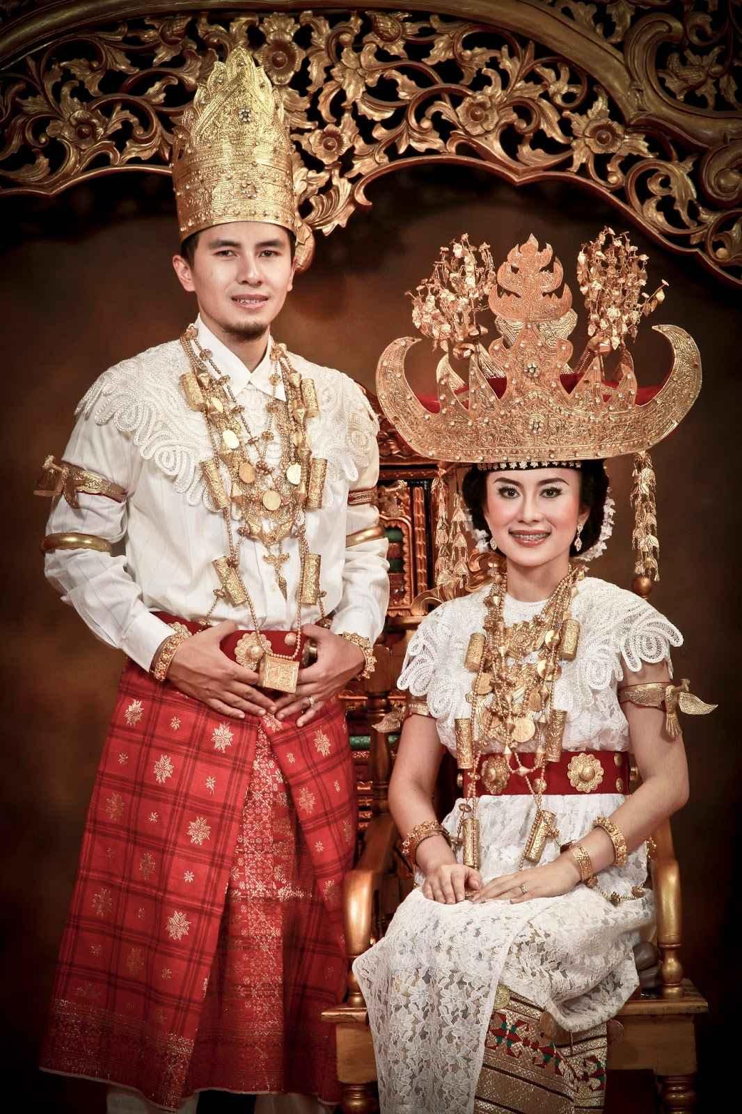 √ 11 Pakaian Adat Lampung: Gambar, Aksesoris, Penjelasan