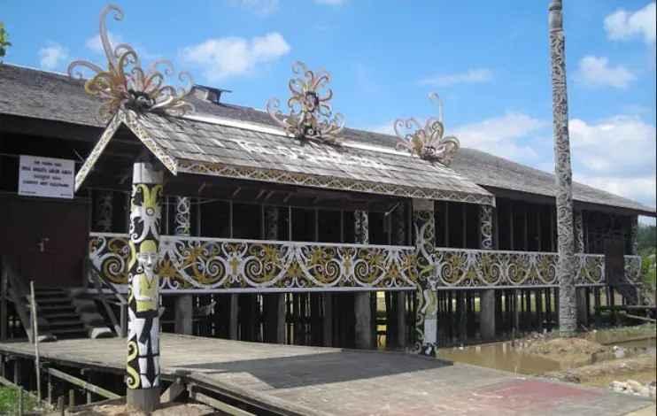 corak warna rumah tradisional lamin