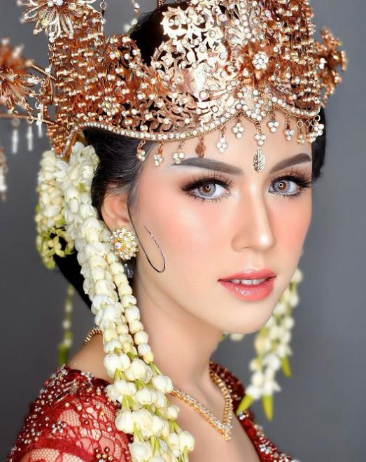 traditional make up